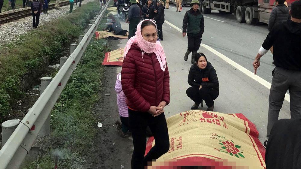 Xe tải đâm đoàn đưa tang, 8 người chết tại Hải Dương